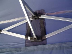 Faltzelt Dach - Klettband gegen Wassertaschen