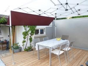 faltzelt f r die terrasse mit wenig aufwand behaglich. Black Bedroom Furniture Sets. Home Design Ideas