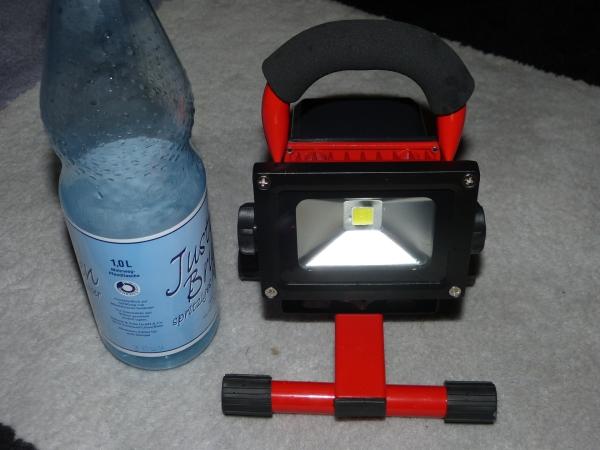 licht im faltzelt 10w led akku strahler netzunabh ngig. Black Bedroom Furniture Sets. Home Design Ideas