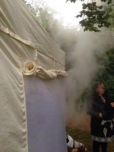 Dampf aus Faltzelt