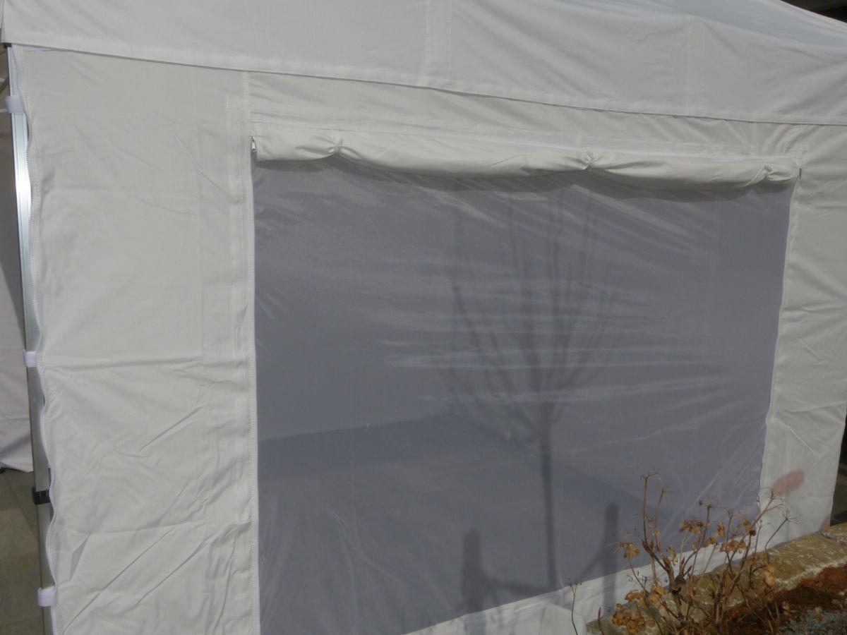 Netzfenster für Belüftung im Faltzelt