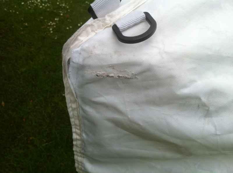 Faltzeltdach beschädigt