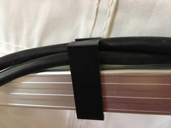 Kabelklipp für Faltzelte - einfach aufstecken, das Kabel einlegen und fertig.